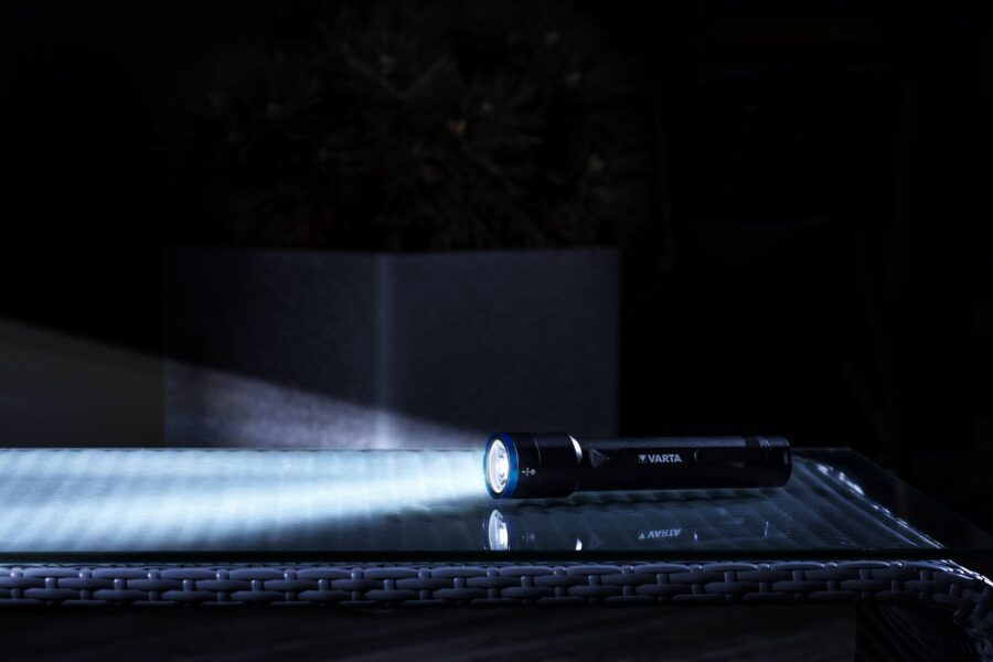Varta, la torcia Night Cutter F40 e il Power Bank Fast Energy