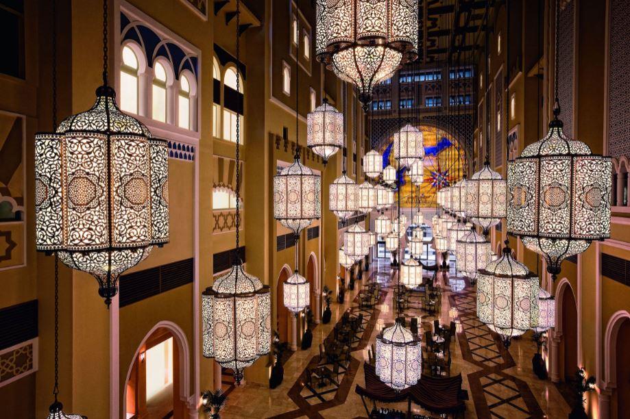 Inizia il Ramadan, e a Dubai va in scena uno spettacolo di luci